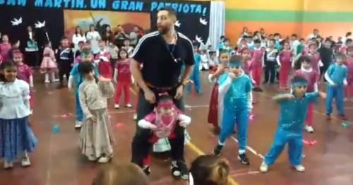 El maestro que logró que su alumna pudiera bailar sigue conmoviendo a todos h..