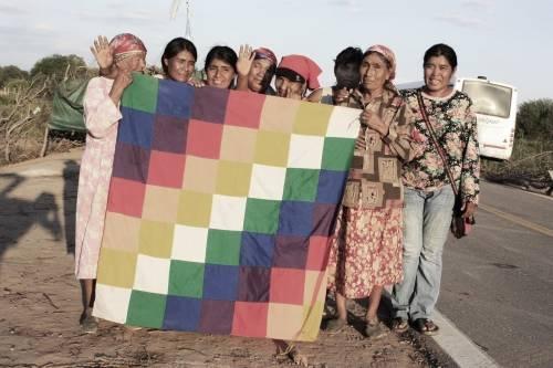 En Argentina anuncian que devolverán tierras a comunidades originarias del Ch..