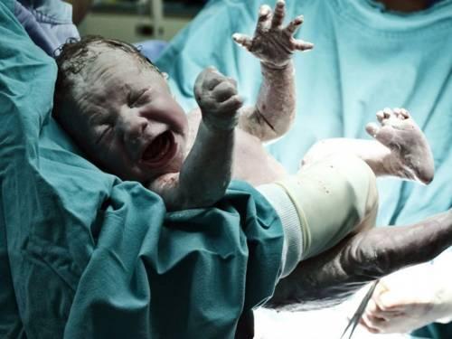 Esta mujer no sabía que estaba esperando un bebé y se enteró, ¡45 minutos ..