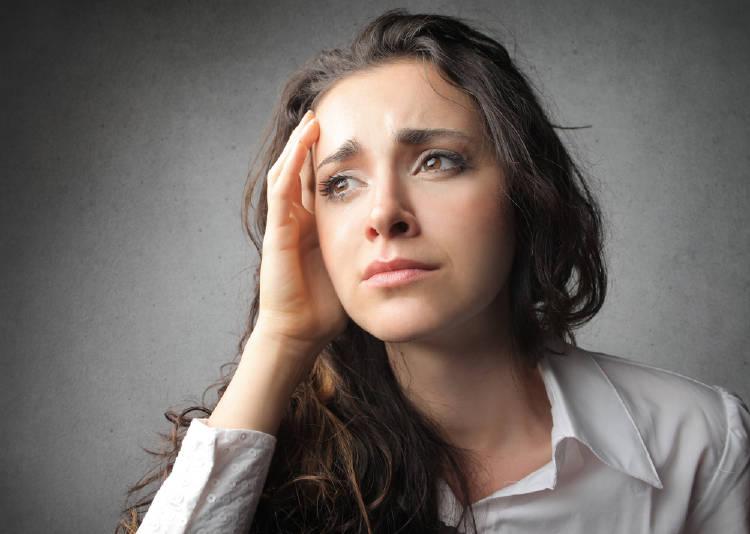 Mujer con energía negativa
