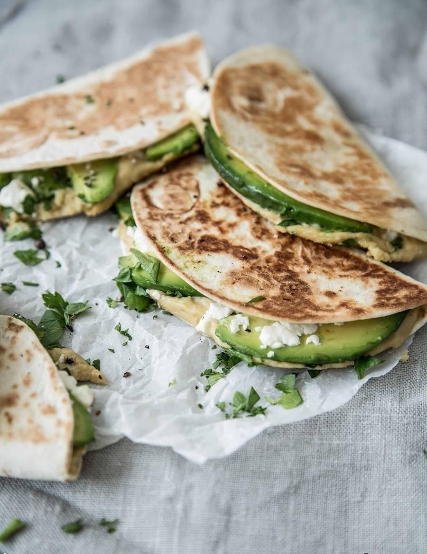 Simples quesadillas de aguacate y queso