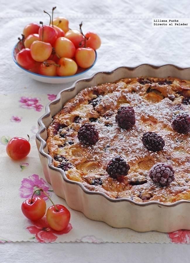 Pastel de moras y cerezas blancas, ¡sin harina!