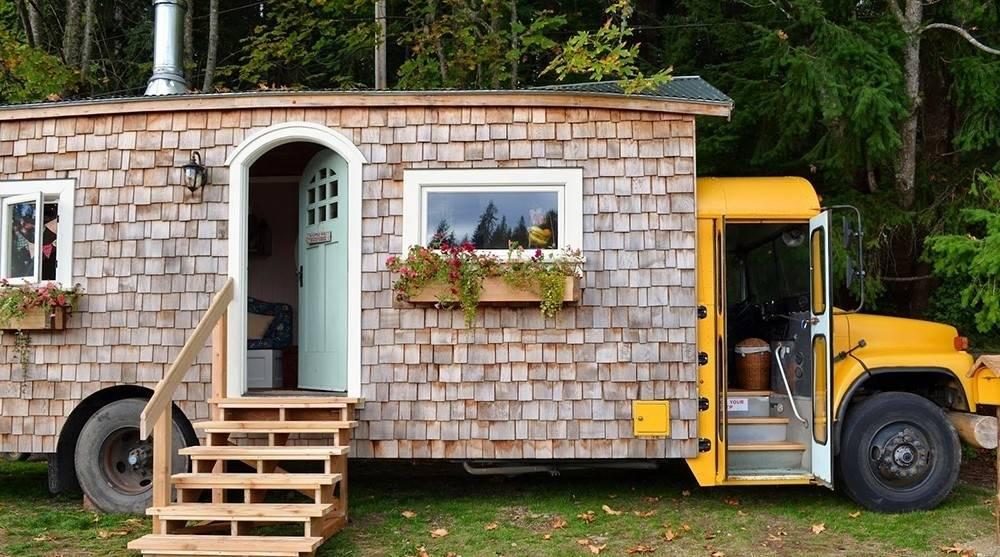 Una pareja construyó el hogar de sus sueños ¡en un viejo autobús escolar!