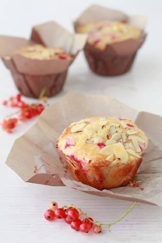 Muffins de frutas del bosque y almendras