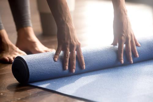 Cómo limpiar tu colchoneta de yoga sin utilizar químicos