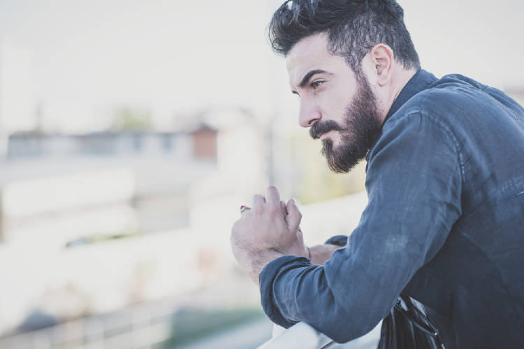 Hombres con barba son infieles