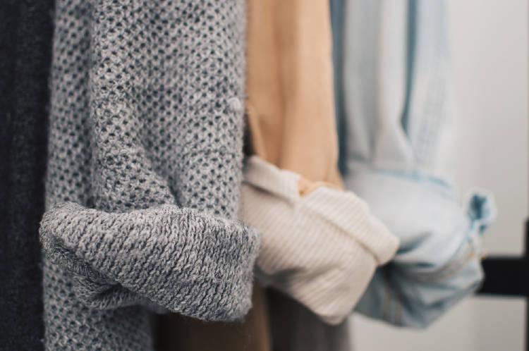 armario minimalista ropa