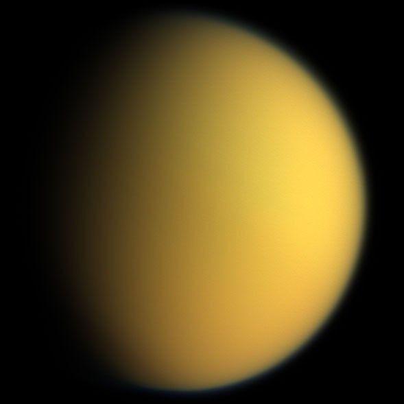 El líquido de las elevaciones de los mares de Titán son consistentes con una superficie equipotencial (similar a los océanos de la Tierra)