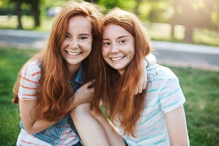 Dos mujeres pelirrojas