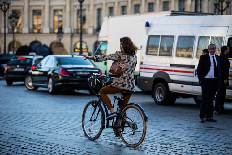 París mujer bicicleta