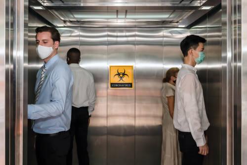 ¿Cuál es el riesgo de contraer COVID-19 en un ascensor?