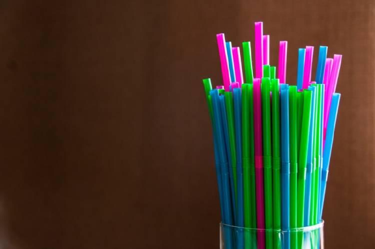 Sorbetes de colores en un vaso