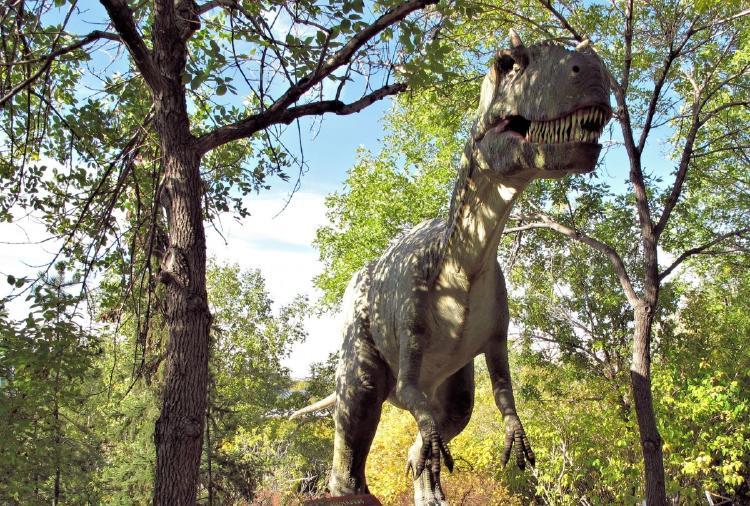 dinosaurio caminando