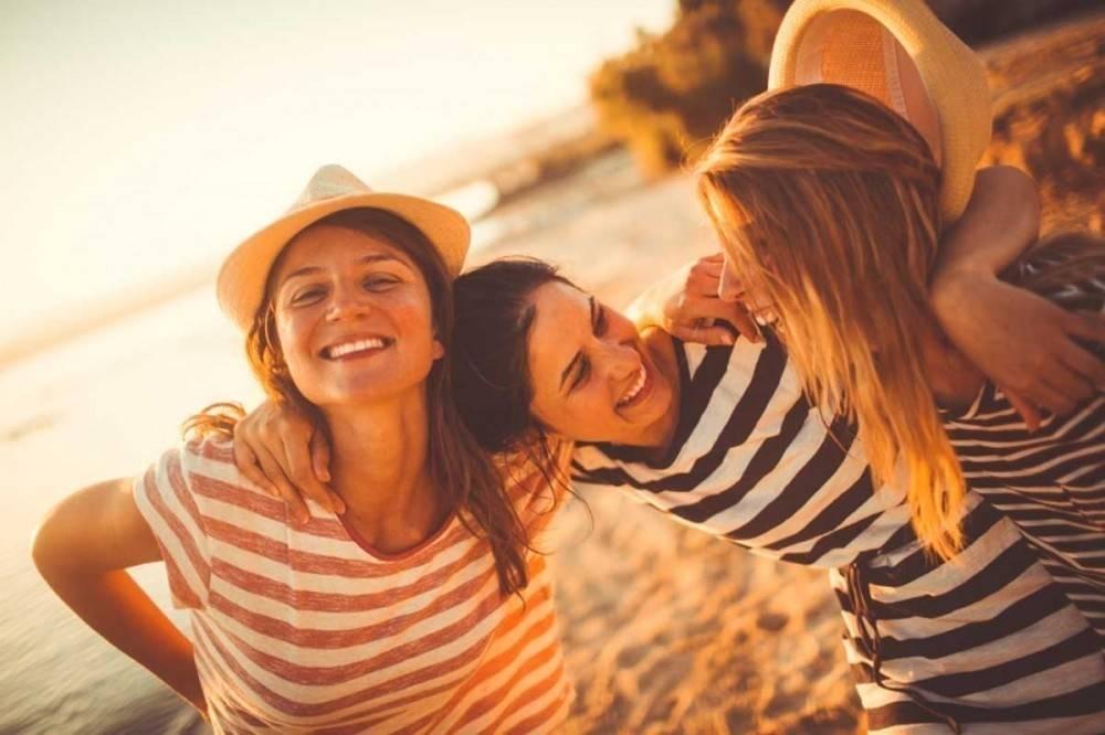Por qué tener amigos podrían prevenir enfermedades: la explicación científ..