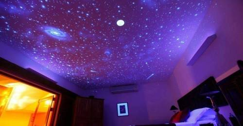 Cómo hacer un cielo estrellado con luna brillante en el techo de la habitación