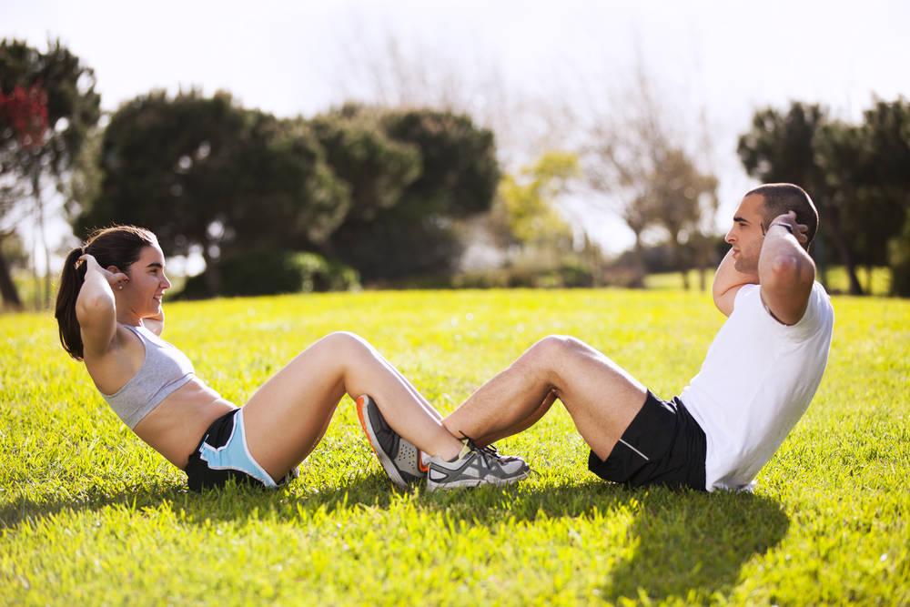 6 ejercicios con una silla para tener el abdomen plano y fuerte en una semana