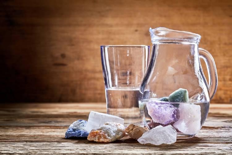 Agua con cristales energéticos