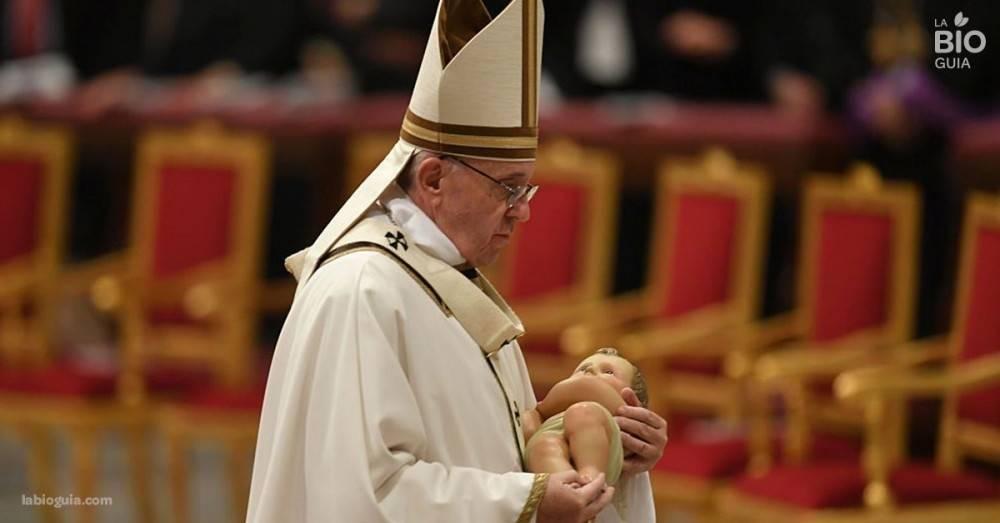 Recibir a los refugiados: el sensible mensaje que el Papa dio al mundo en navi..