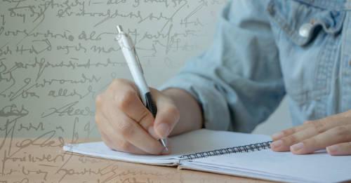 Las personas que tienen letra fea son más inteligentes, según un estudio