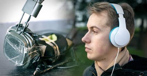 Alerta: un adolescente murió electrocutado con sus auriculares. ¿Cómo evitar algo así?