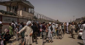 Talibanes prohibieron a los afganos ir al aeropuerto de Kabul para huir del país