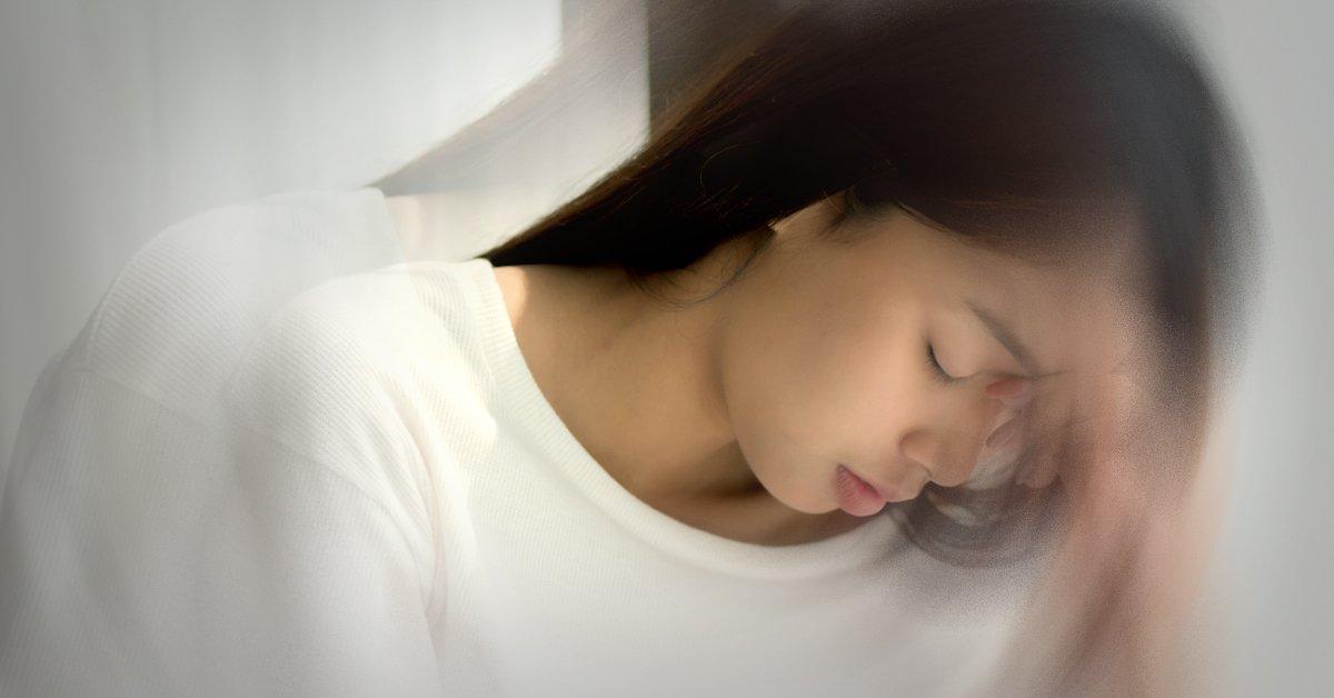 Mareos acostado cama