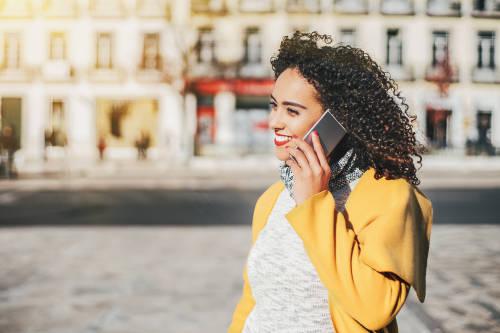 Por qué hablar por teléfono nos hace más felices que enviar mensajes