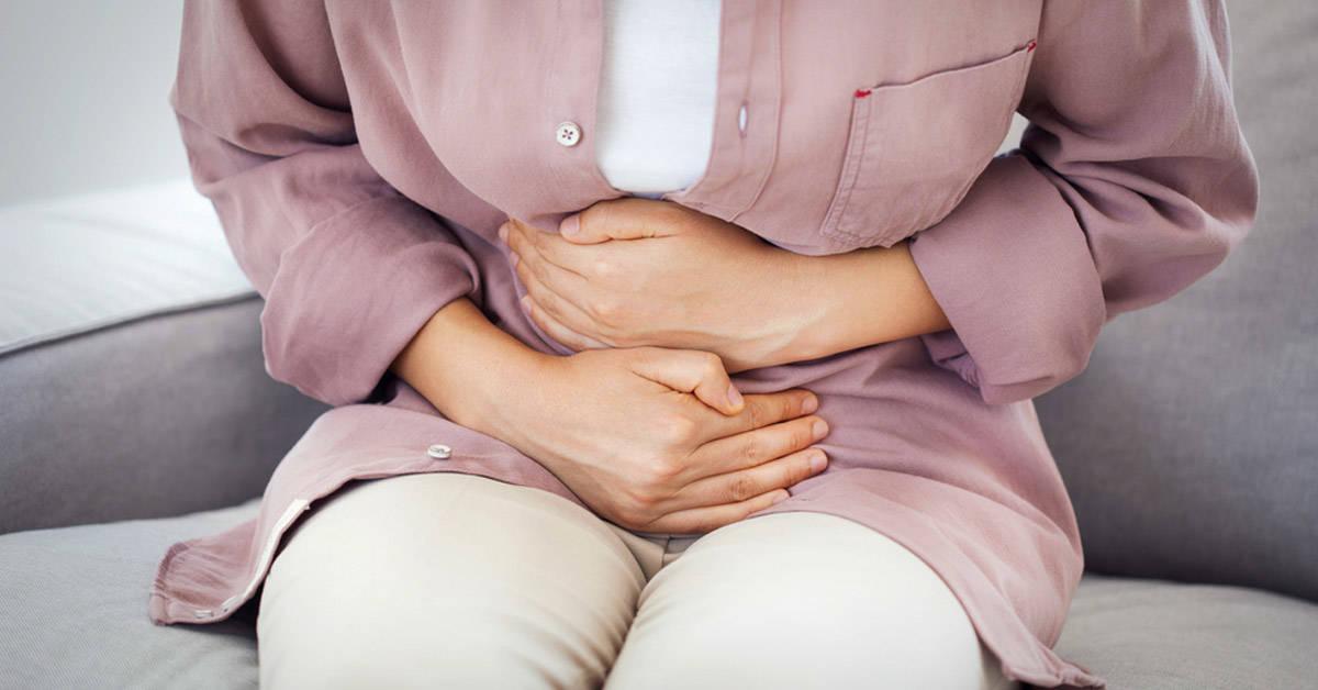Causas comunes del estómago hinchado y cómo evitarlas