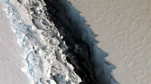 El mayor dique glaciar antártico se agrieta y se teme que colapse inundando c..