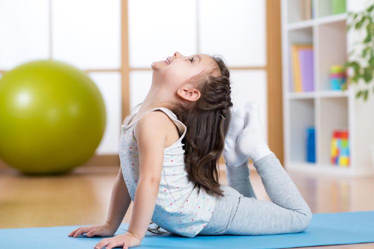 yoga niña
