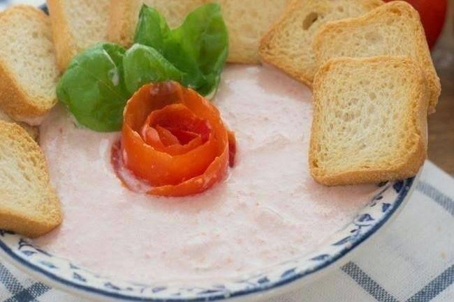 Mousse fácil de tomate y albahaca