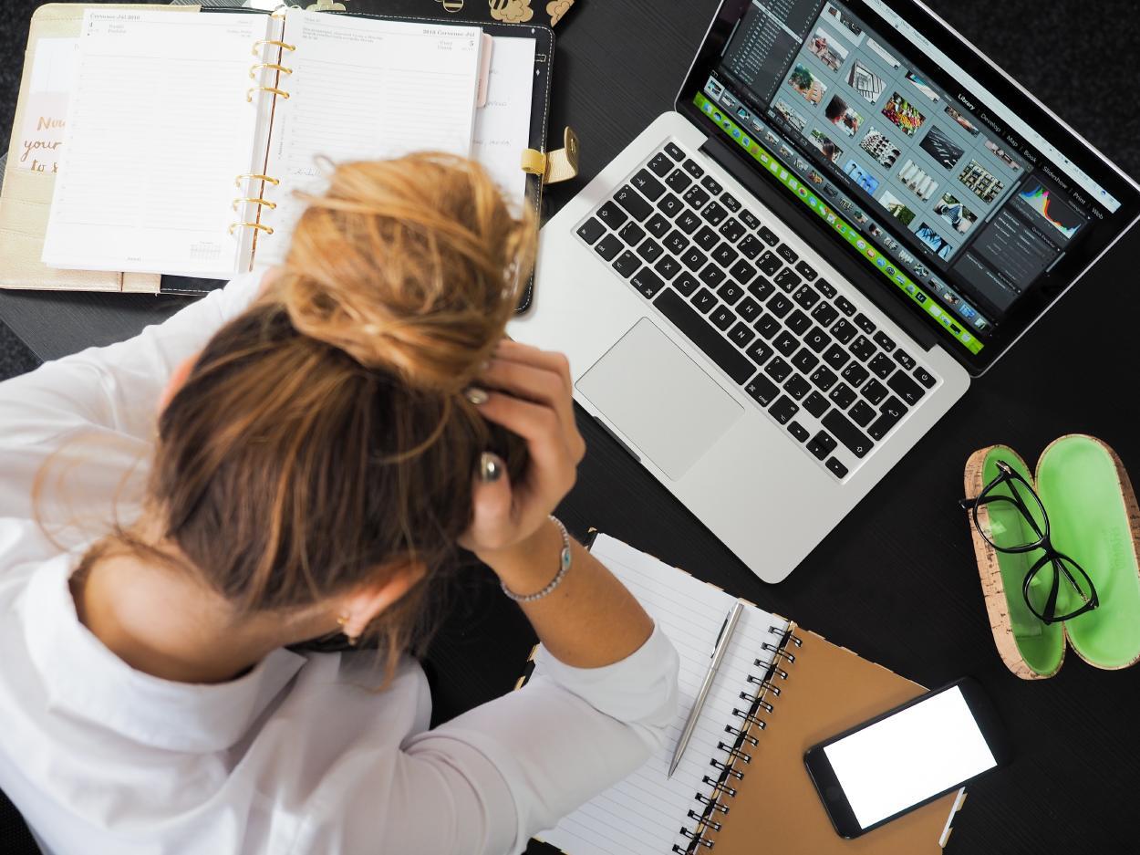 Estrés laboral: qué es y cuáles son sus síntomas