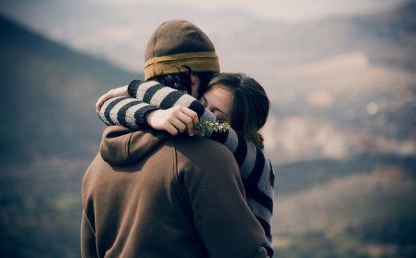 abrazos-gartis-demostrar-sentimientos-reducir-dolor.jpg