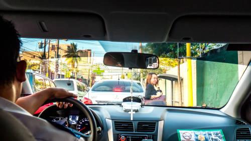 Una pasajera hizo algo muy especial por su conductor de taxi
