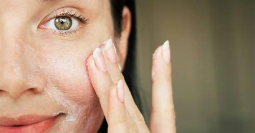 Tónicos caseros y sencillos para refrescar la piel a diario