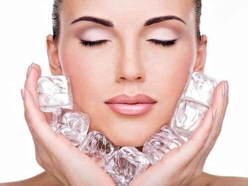 Truco para mejorar la piel con cubos de hielo