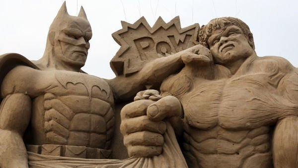 Batman-Incredible-Hulk_TINIMA20130326_1142_3