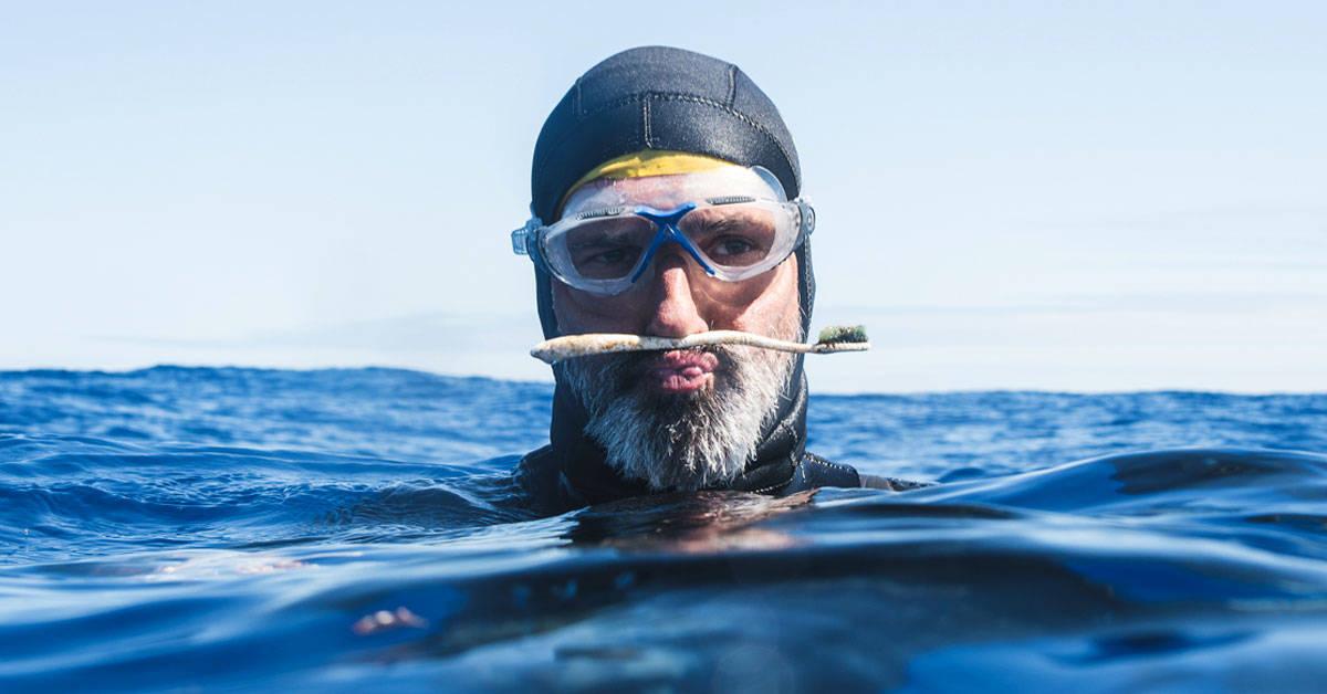 Se propuso nadar por la región más contaminada del océano: esto es lo que ha encontrado