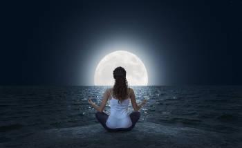 mujer luna llena