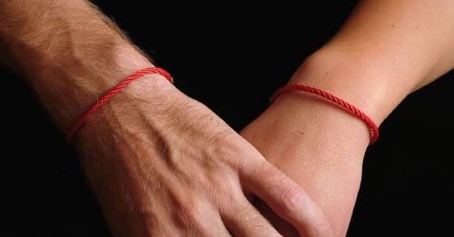 Hilo rojo: cómo y para qué puedes usar este poderoso amuleto
