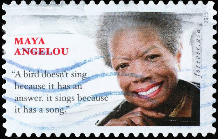 Una estampilla con la imagen de Maya Angelou.