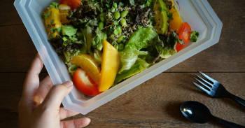 Diseñadora chilena crea envases biodegradables a partir de algas