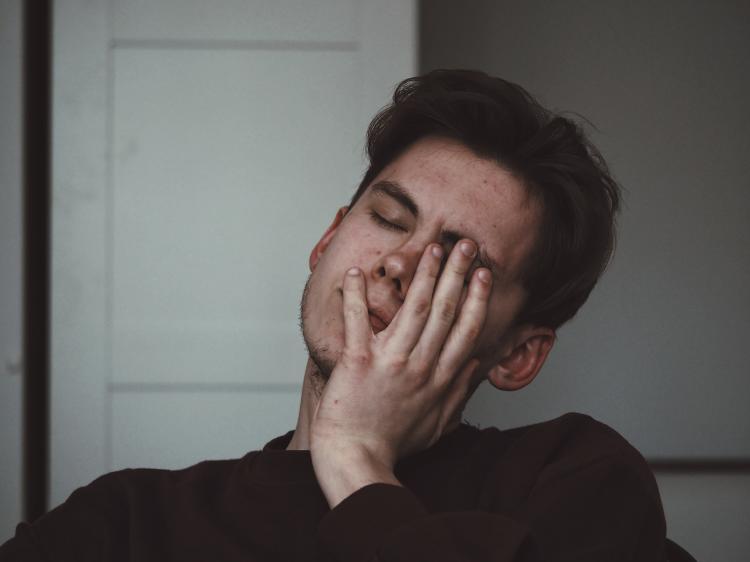 La apnea del sueño puede ocasionar dolores de cabeza fuertes