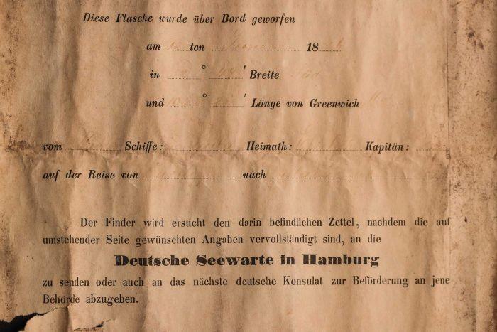 Determinó que era una botella de ginebra holandesa de mediados a fines del siglo XIX