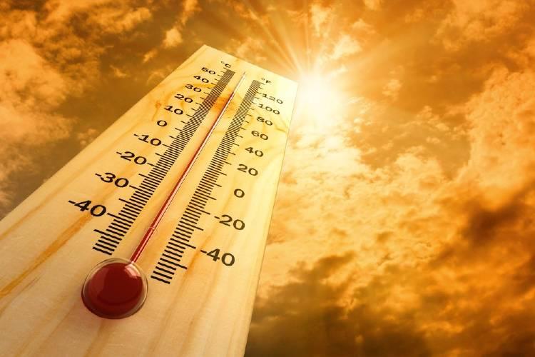 Un termómetro marca el aumento de temperatura