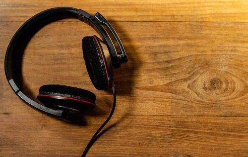 headphones shutterstock_1268713285