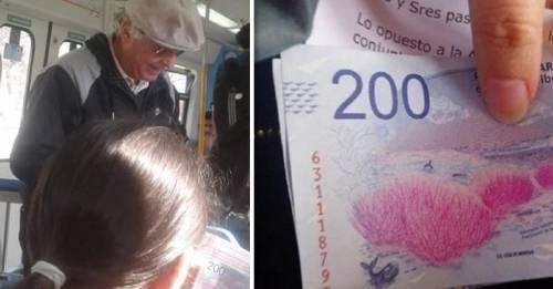 La razón por la que este hombre regalaba dinero en el tren tiene a todos conmovidos