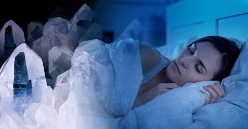 Pon estas 3 piedras debajo de tu almohada si estás con mal de amores