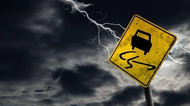 Consejos que tienes que saber si vas a manejar durante una tormenta