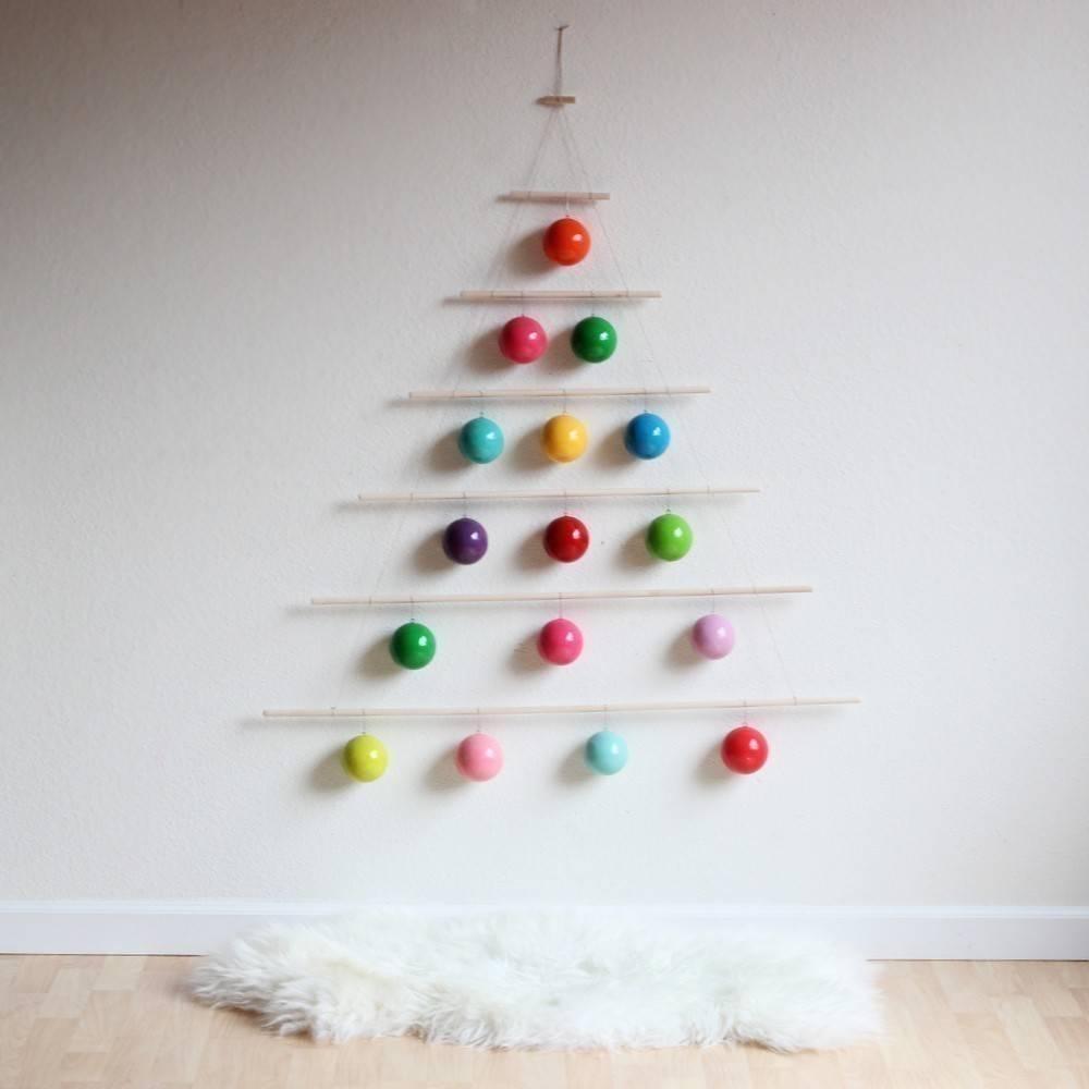 20 árboles de Navidad alternativos para hogares con poco espacio